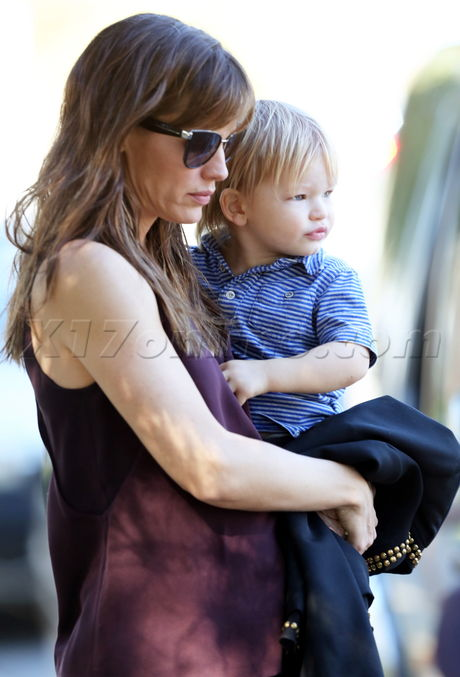 Jennifer Garner enjoying a fun play day at the park with Violet and Samuel
